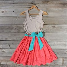 turquoise, coral, & grey dress = casual perfection