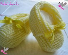 My lines and I: baby bootie Revenue in tricot Crochet Baby Boots, Knitted Booties, Knit Shoes, Crochet Baby Clothes, Crochet Shoes, Baby Booties, Bebe Baby, Arm Knitting, Crochet For Kids