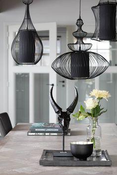 Black Chandelier, Chandelier Lighting, Light Art, Lamp Light, Home Lighting, Lighting Design, Cosy Home, Floating Bookshelves, Lamp Design