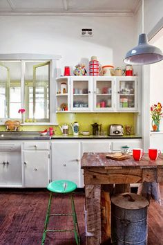 This is the kitchen of Nathan Crotty and Trish Bygott, featured on The Design Files. Click through for more amazing photos of their kitchen and home, and to read their story. Decor, Interior, Chic Kitchen, Eclectic Home, Vintage Kitchen, Kitchen Decor, Kitchen Dining Room, Sweet Home, Home Kitchens