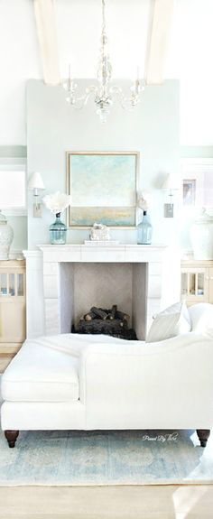 Beach House Blues = Oh so pretty! ***** Stars from www.deliciousdecors.com #livingroom #beachhouse #homestaging