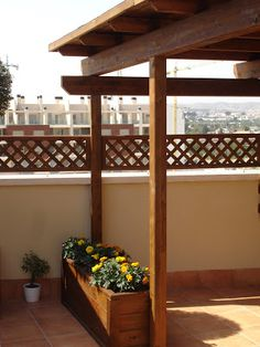 Valla madera terraza Backyard Projects, Terraces, Ideas Para, Outdoor Living, Pergola, Outdoor Structures, Coat, Gardens, Winter Garden