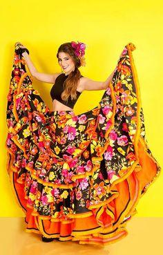 Cristina Felfle Fernand Lorna  Cristina Felfle Fernandez de Castro reina del Carnaval de Barranquilla 2015 Legging Outfits, Cute Outfits With Leggings, Festival Mode, Festival Fashion, Mexican Skirts, Mexico Dress, Traditional Mexican Dress, Mexican Costume, Flamenco Skirt