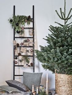 """This is how the """"Nordic Christmas"""" look works: decorative ladders are in full . - This is how the """"Nordic Christmas"""" look works: deco-ladders are in line with the trend – and are - Christmas Mood, Christmas Is Coming, Simple Christmas, Christmas Trees, Minimalist Christmas Tree, Christmas Christmas, Traditional Christmas Tree, Christmas Presents, Xmas Tree Decorations"""
