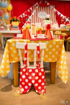 Classic Red & White Circus Themed Birthday Party - Birthday Party Ideas…