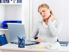 El dolor cervical (cervicalgia) afecta a la zona de la nuca y las vértebras cervicales  y se puede extender hacia los hombros y