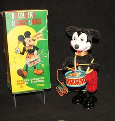 Rare Drumming Mickey Mouse w/Box Mint Marx Toy 1950 Mickey Mouse Toys, Vintage Mickey Mouse, Mickey Mouse And Friends, Vintage Disney, Old Disney, Disney Toys, Disney Mickey, Retro Toys, Vintage Toys