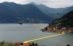 Insgesamt drei Kilometer ist der Kunst-Steg lang. Er verbindet den Ort Sulzano auf dem Festland mit der Insel Monte Isola...