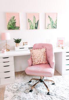 Work Desk Decor, Chic Office Decor, Office Style, Small Office Decor, Mesa Home Office, Home Office Design, Bohemian Chic Home, Modern Bohemian, Bohemian Decor