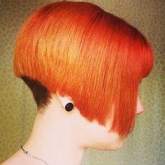 capelli a caschetto molto corti