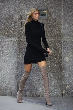 Celebrity Outfit 241 Lovely Splash News Stuart Weitzman Highland Boots Fall Celebrity Mode Outfits, Casual Outfits, Fashion Outfits, Womens Fashion, Latest Fashion, Dress Fashion, Fashion Boots, Fashion Clothes, Casual Shoes