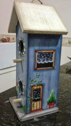 Cool Bird Houses, Bird Houses Painted, Painted Birdhouses, Birdhouse Craft, Birdhouse Designs, Painted Wooden Boxes, Painted Clay Pots, Tole Painting, Painting On Wood