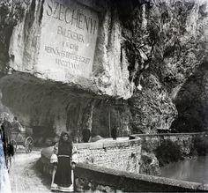 Duna, Vaskapu-szoros Széchenyi-út, gróf Széchenyi István emléktáblája 1904  (fotó Erdélyi Mór cége, Fortepan)