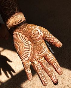 Beautiful and easy henna design Indian Mehndi Designs, Henna Art Designs, Mehndi Designs 2018, Mehndi Designs For Girls, Mehndi Designs For Beginners, Modern Mehndi Designs, Mehndi Design Pictures, Wedding Mehndi Designs, Beautiful Mehndi Design