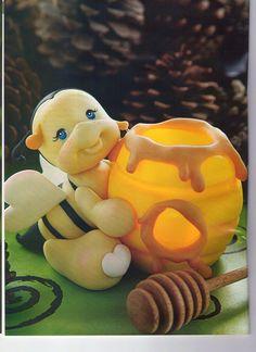 MIS REVISTAS PARA REPOSTERIA: LETICIA SUAREZ DEL CERRO (2012-Nº1) Ceramic Bisque, Clay Figurine, Cute Clay, Fondant Tutorial, Pasta Flexible, Sculpture Clay, Cold Porcelain, Clay Art, Diy And Crafts