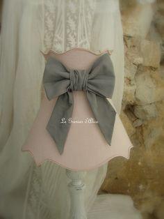 Abat jour shabby chic abat jour collerette abat jour gustavien diamètre 20 tissu vieux rose noeud gris souris décoration de charme décoration romantique