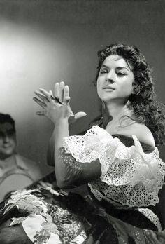 Lola Flores, I love this picture! Gypsy Life, Gypsy Soul, Tango, Spanish Dance, Gypsy Living, Gypsy Women, Vintage Gypsy, Vintage Style, Flamenco Dancers
