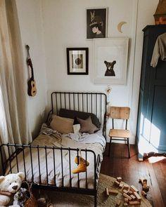 Une jolie chambre d'enfant vintage.