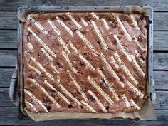 Brownie i langpanne med bringebær og hvit sjokolade