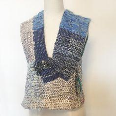 最初に形作った時から何回か修正して、やっと落ち着きました。 一本のマフラーからベスト。  #vest #ベスト #さをり #さをり織り #SAORI #手織り #Weaving #saoriweaving #handwoven #woven #fashion #wool #ウール