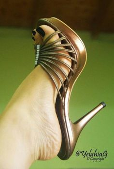 high heels – High Heels Daily Heels, stilettos and women's Shoes Hot Heels, Sexy Legs And Heels, Sexy High Heels, Stilettos, Stiletto Heels, Beautiful High Heels, Gorgeous Feet, Talons Sexy, Botas Sexy