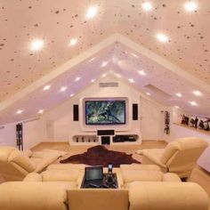 Home theaters loft Attic Bedrooms Ideas Design Ideas, Pictures, Remodel and Decor Home Theater Rooms, Home Theater Design, Cinema Room, Attic Theater, Cinema Cinema, Movie Theater, Home Theaters, Attic Renovation, Attic Remodel