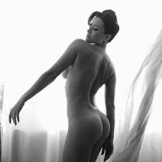 Instagram media da_astafieva - Я так люблю фотографию...и, это даже больше, чем искусство! Порой кажется, что все пройдет...и я как и все исчезну, только и останутся эти маленькие картинки...на которых вся жизнь.. #photo by @vizerskaya  #bw #photo #dasha #nude #
