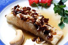 Bacallà a la mel amb panses i pinyons - Cod with honey raisins and pine nuts