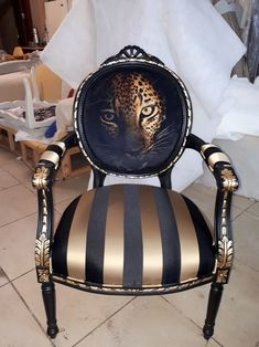 Furniture Makeover - New ideas Funky Furniture, Refurbished Furniture, Paint Furniture, Unique Furniture, Repurposed Furniture, Furniture Makeover, Furniture Decor, Plywood Furniture, Chair Upholstery