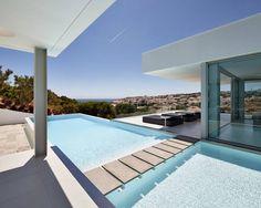 Villa Escarpa, Praia da Luz, Portugal: Modern Pool von Philip Kistner Fotografie