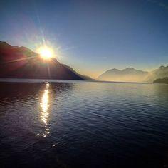 Reposting @ecoroamer_family: Sunrise and mist over Lake Como, Italy this morning. . . . . #travelphotography #sunrise_sunsets_aroundworld #bellagio #lakecomo #visititaly #travelislife #travelblogger #italy