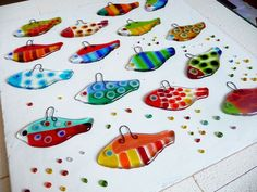 Funky fused glass fish. Make these, then mount them....>>>>