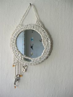 ao with <3 / Freeform crochet frame ~ https://fbcdn-sphotos-b-a.akamaihd.net/hphotos-ak-ash3/p480x480/544594_373928629389647_256848770_n.jpg