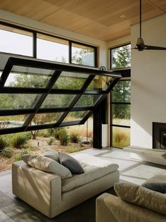 Feldman Architecture uses garage-door windows for California home House in Healdsburg by Arterra Landscape Architects Used Garage Doors, Garage Door Windows, Glass Garage Door, Windows And Doors, Glass Door, Wall Of Windows, Garage Door Design, Home Interior Design, Interior Architecture