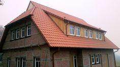 Fachwerkhaus, Erker mit Holzverkleidung. Neubaueindeckung mit Tonziegel durch die AB-Profil Dachdeckerei & Mehr GmbH in Bad Oeynhausen (32547) | Dachdecker.com