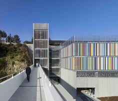 Aparcamiento Materno y Oncológico. A Coruña. Diseño fachada colores. Oncological Center. Maternity and children's hospital. Color facade design. Aluminium tubes. Precast concrete panels. Walkway
