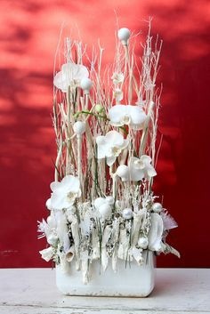 White Orchids and Winter Twigs White Flower Arrangements, Christmas Flower Arrangements, Christmas Centerpieces, Xmas Decorations, Flower Decorations, Ikebana, Flower Crafts, Diy Flowers, Flower Art