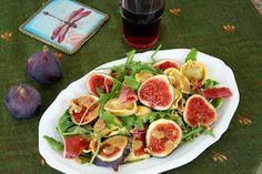 Herbstlicher Tortellini-Salat mit Feigen, Prosciutto, Walnüssen und Rotwein Vinaigrette,