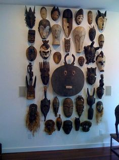 Creative Modern Decor With Afrocentric African Style Ideas African Interior Design, African Design, African Theme, African Masks, African Style, Kalender Design, African Home Decor, Global Style, Global Design