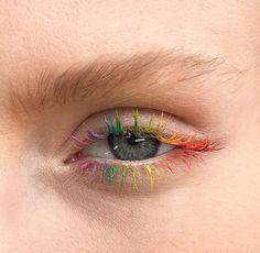 Regenbogen-Wimpern sind der nächste OMG Beauty-Trend Rainbow eyelashes are the next OMG beauty trend Makeup Inspo, Makeup Art, Makeup Inspiration, Beauty Makeup, Eye Makeup, Makeup Ideas, Makeup Goals, Beauty Skin, Makeup Tips