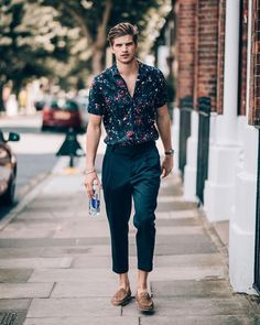 Mens fashion Boots Hipster - Mens fashion Tips Body Types - - Mens fashion Summer Sneakers - Mens Boots Fashion, Big Men Fashion, Best Mens Fashion, Fashion Tips, Winter Hipster, Hipster Man, Stylish Mens Outfits, Casual Outfits, Floral Shirt Outfit