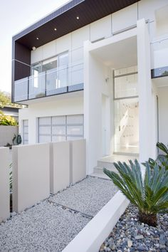 *Entrances, stairs, architecture, facades, curb appeal, white, modern design* - Banya House (Brisbane, Australia) by TONIC