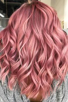 2019 Bold Hair Color Trends & Ideas Sophisticated rose gold hair color - Station Of Colored Hairs Bold Hair Color, Hair Dye Colors, Ombre Hair Color, Brunette Color, Blonde Color, Cabelo Rose Gold, Rose Gold Hair, Pulp Riot Hair Color, Dye My Hair
