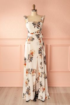 Hanako #boutique1861 / Wrap yourself in this tropical maxi dress for summer! The elastic ruffle straps can be worn off-shoulder or not, according to your mood. The boning and lining in the bodice, with help from the back band, ensure support through the bust. The faux-wrap of the skirt will touch the floor in back while leaving you plenty of room to move. Pair it with sandals and a large-brimmed sun hat for a day out at the beach!