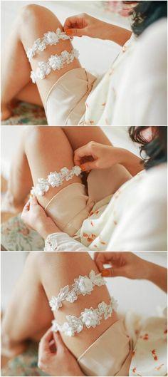 Una boda tiene sus momentos especiales y para que no falte nada, te dejamos estos 6 ligueros para sorprender a tu chico en la noche de bodas.