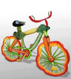 This Is Very Humor Picture Of A Bicycle. In This Funny Picture… A Bicycle Is Made From Fruits And Vegetables. This Bicycle Is Designed And Prepared By Using Different Fruits And Vegetables According To Its Requirements. L'art Du Fruit, Deco Fruit, Fruit Art, Fun Fruit, Fruit Cakes, Veggie Art, Fruit And Vegetable Carving, Veggie Food, Fruits Decoration