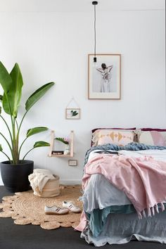 DIY Home Decor info to flame on your creative mind, ref 2757025057 - From simple to rustic inspirations. Creative cozy home decor ideas interior design side tables suggestion suggested on this day 20190108 Scandi Bedroom, Home Bedroom, Bedroom Decor, Master Bedroom, Dream Bedroom, Shabby Bedroom, Bedroom Simple, Pretty Bedroom, Shabby Cottage