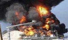 اندلاع حريق في ستة خزانات للوقود في…: اندلع حريق هائل اليوم الثلاثاء، بعدد من خزانات الوقود بالقرب من مدينة أربيل، فيما وصل فريق الدفاع…