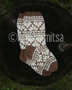 Ravelry: Lehvät pattern by Lumi Karmitsa Knitting Videos, Knitting Charts, Knitting Socks, Free Knitting, Knit Socks, Crochet For Kids, Knit Crochet, Fair Isle Knitting, Baby Hats