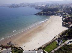 Bastiagueiro es una playa muy regular en cuanto a olas para la iniciación al surf y otros deportes acuáticos y funciona con marea baja, marea media y marea alta.